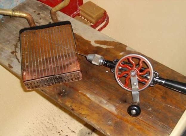 чистим снятый радиатор печки