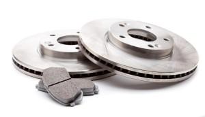 комплект новых дисков и колодок