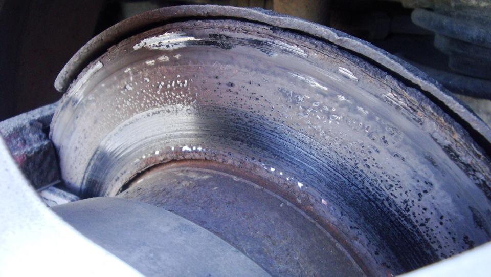 налет на тормозном диске