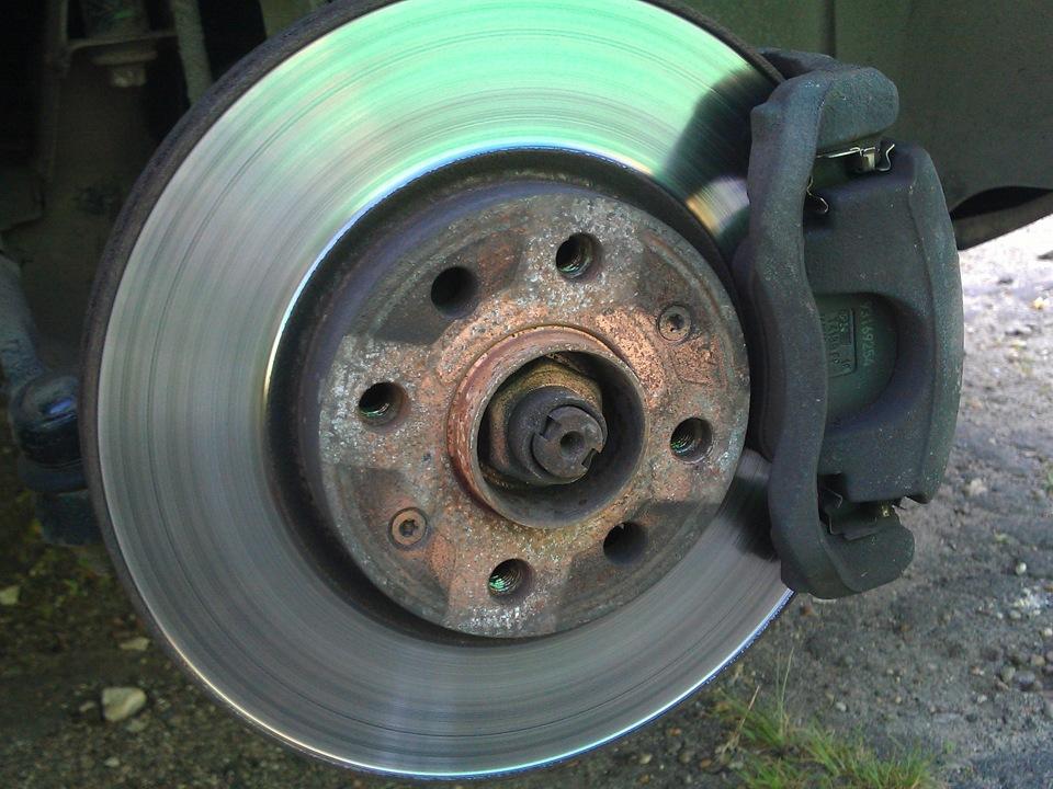 неравномерный износ поверхности диска