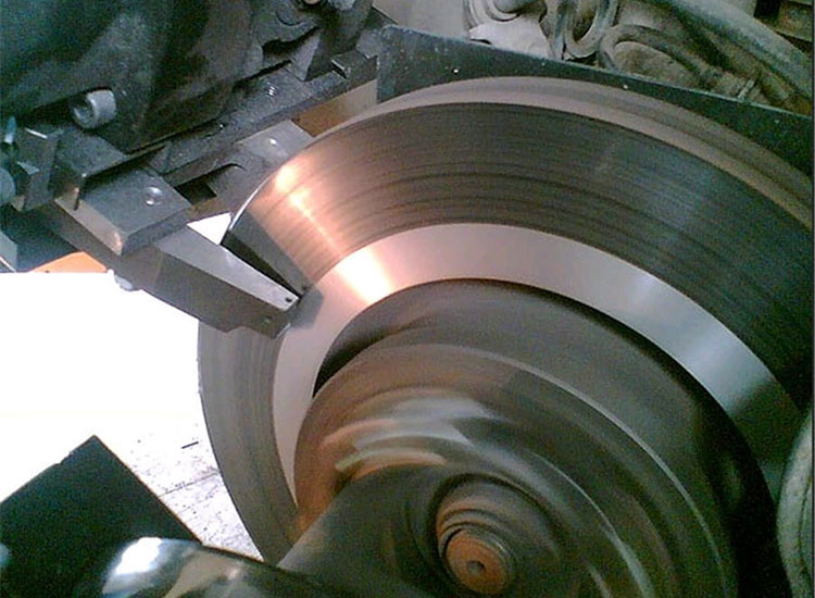 процесс расточки диска резцом